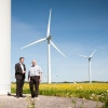 R+V adviser Jan Kehnappel (left) is a competent contact for Mr. Petersen, an onshore wind farm operator